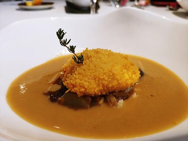 백리향 향기(Thyme Aroma) 가득한 그물버섯(Boletus) 수프.