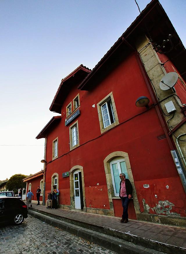 사리아 (Sarria) 기차역.