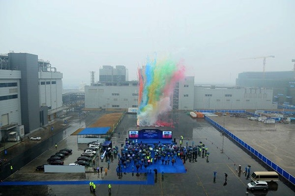On 12/28/17, CSOT held a commemorative event that covers the roofs of T4 plant's main building and power plant.  (Picture = CSOT)
