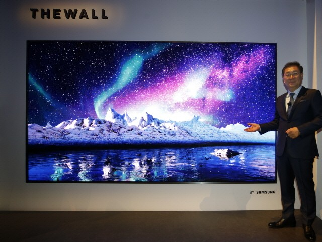 Samsung introduced its extra-large screen TV, 'The Wall' at CES 2018.