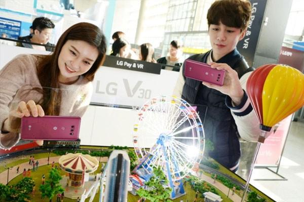 LG전자, 겨울 여행객 위한 'LG V30 체험존' 청량리역 설치