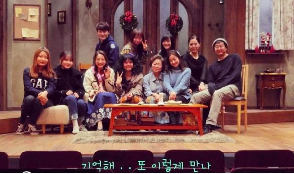 '꽃의 비밀' 초연이 끝난 후 장진 감독 및 배우, 스태프들과 함께. 사진=장진 인스타그램 제공