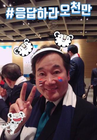 월드와이드 올림픽 파트너인 '한국 P&G'는 최근 평창 동계올림픽 조직위와 함께 진행하고 있는 대국민 응원캠페인 '응답하라 오천만'에 전송된 응원 메시지가 40만 건을 돌파했다고 밝혔다. 이낙연 국무총리. 사진=한국 P&G 제공