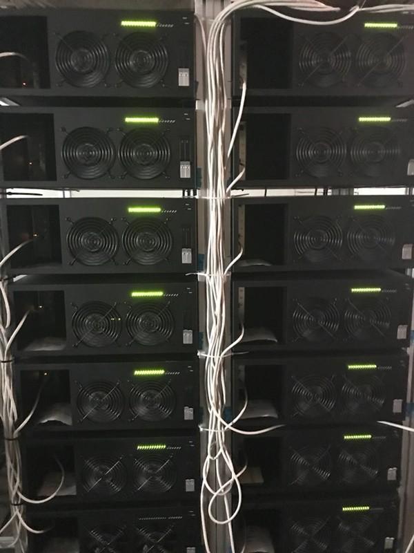 코코링크가 다음달부터 2.7페타플롭스급 슈퍼컴퓨터 클러스터를 자체 구축, '클라이맥스 클라우드 이지(Klimax Cloud Easy·KCE)'라는 이름으로 클라우드 렌더링 팜 서비스를 본격화 한다. 코코링크가 자체 개발·생산한 '클라이맥스-R10' 고성능컴퓨터(HPC)(사진) 20대, 클라이맥스-210 5대로 구성된다. 사진=코코링크