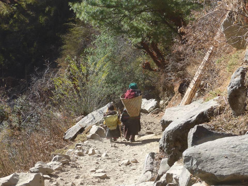 티벳복장을 한 아이