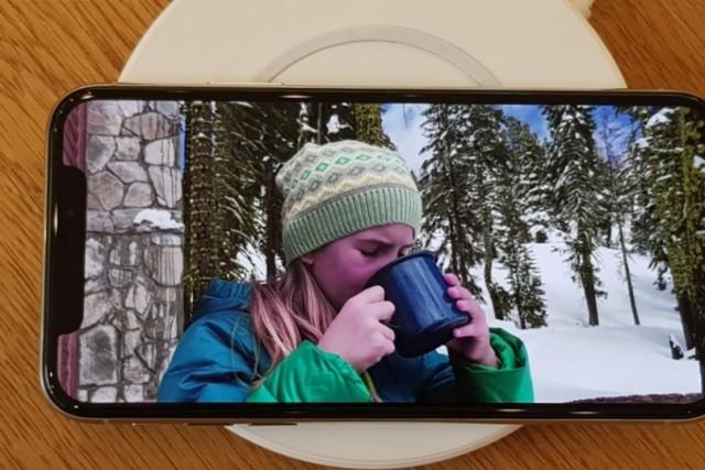 """""""스마트폰 OLED 공급과잉, 작년보다 커진다"""""""