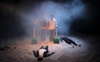 [ET-ENT 연극] 2018 산울림 고전극장(4) '멈추고, 생각하고, 햄릿' 죽은 햄릿과 살아있는 호레이쇼가 합작해 만든 연극