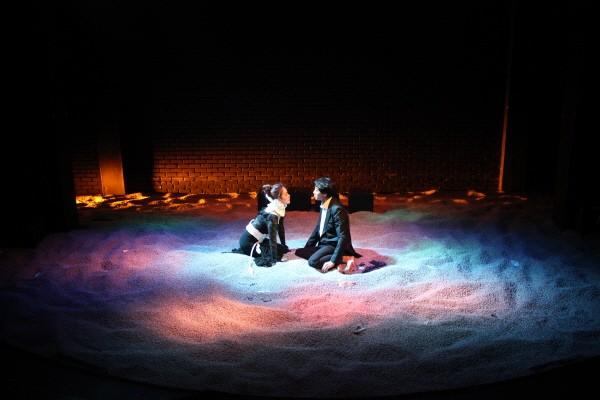 '멈추고, 생각하고, 햄릿' 공연사진. 사진=극단/소극장 산울림, 아트판 제공
