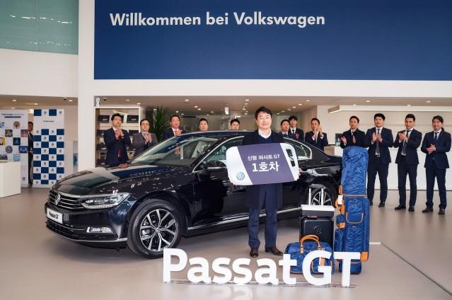폭스바겐, 신형 파사트 GT 1호차 전달하며 흥행 질주 '시동'