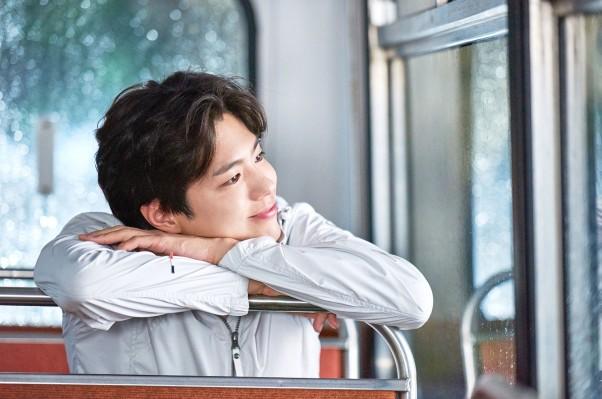 올해 화이트데이 가장 받은 싶은 선물은 '향수'이며 선물을 받고 싶은 연예인으로는 박보검이 선정됐다. 참고사진=아이더 제공