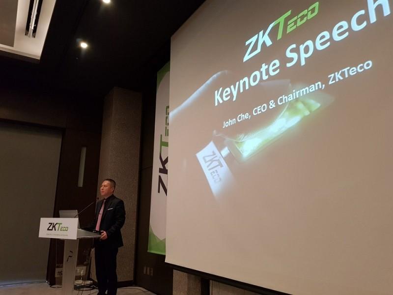 ZKTeco의 John Che(존 체) 회장 겸 CEO는 13일 기자간담회에서 IT 테스트베드로서의 한국의 가치와 함께 주요 경쟁 기업들과 선의의 경쟁을 통해 시장과 산업을 발전시키겠다고 했다.