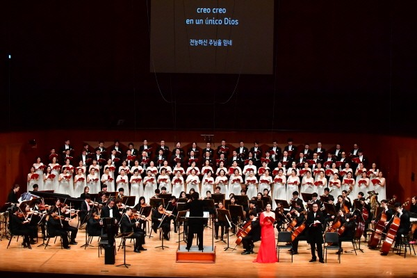 '열정의 탱고와 한국의 얼의 조우' 공연사진. 사진=국립합창단 제공