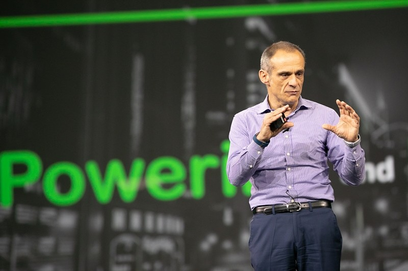 슈나이더 일렉트릭 장-파스칼 트리쿠아 회장이 'Powering the Digital Economy'를 주제로 기조 연설을 발표했다.