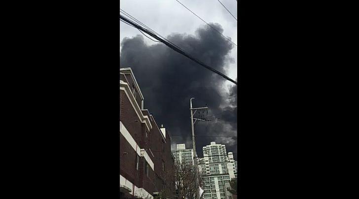 사진=인천시 서구 가좌동 한 공단에서 13일 오전 큰불이 나 소방당국이 진화에 나섰다.