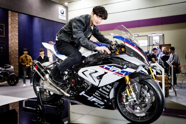 BMW, 서울모터사이클쇼서 뉴 HP4 레이스 공개