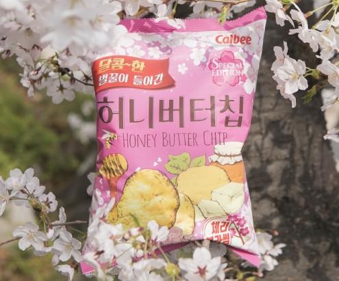 해태제과의 대표제품인 '허니버터칩'. 하지만 인기가 주춤했다. 하지만 봄을 맞아 벚꽃의 이미지와 맛을 더했더니 인기가 다시 살아났다. 허니버터칩 체리블라썸이 출시 한 달 만에 완판된 것이다. 사진=해태제과 제공