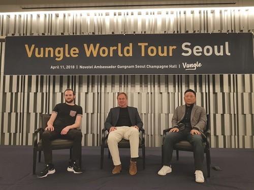 (벙글 세미나 현장 이미지 (왼쪽 부두 티볼트 레덕, 가운데 벙글 CEO 릭톨만, 오른쪽 벙글코리아 대표 김홍식))