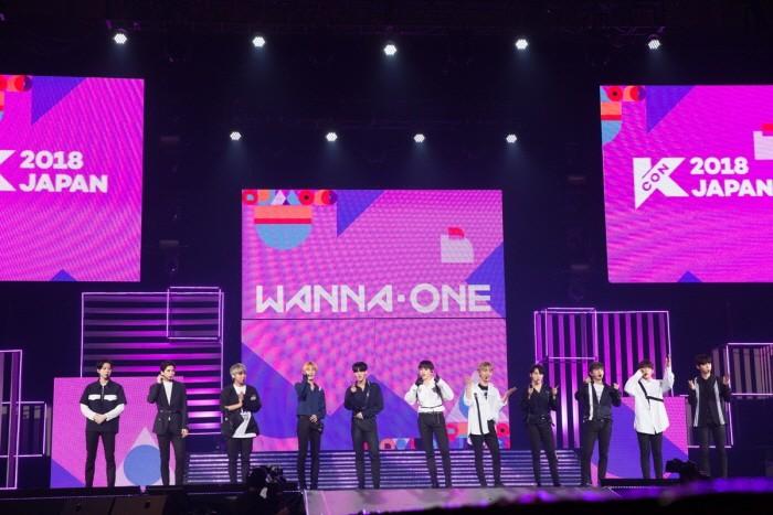 CJ E&M 측은 지난 13~15일 일본 지바현 마쿠하리멧세에서 열린 'KCON 2018 JAPAN'이 6만8000명의 관객을 기록하며 성대하게 마무리됐다고 밝혔다. 워너원의 공연모습. (사진=CJ E&M 제공)