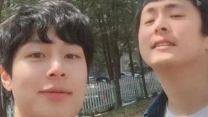 """김충재X기안84, 일상 사진 보니? """"남자 둘이 벚꽃구경. 봄 냄새 난다"""" 눈길"""