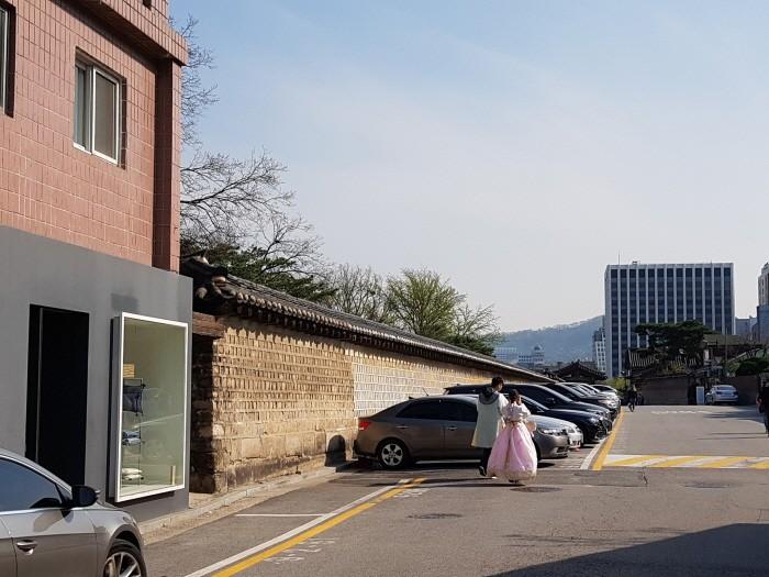 궁궐 담을 따라 걸을 수 있는 동네, 원서동