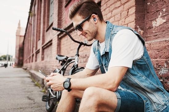 토탈 음향 브랜드 '누포스'가 일상생활에서는 물론 운동이나 휴식 때에도 하이파이 음질을 즐길 수 있는 블루투스 이어폰 'BE' 시리즈 3종을 국내에 선보였다. 사진=누포스 제공