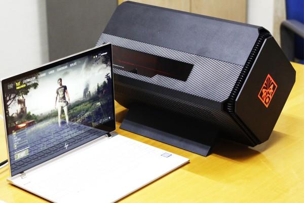 사진 = 2018년형 HP스펙터 13 노트북과 연결한 HP 오멘 엑셀러레이터
