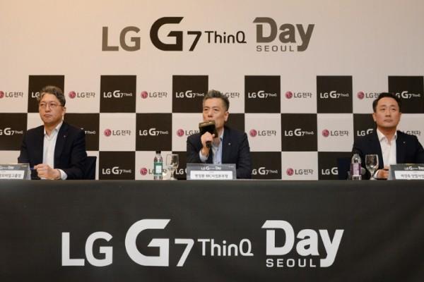 사진 가운데 = LG전자 MC사업본부장 황정환 부사장