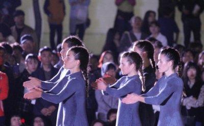 [ET-ENT 무용] 안산국제거리극축제(3) '여자' 죽마 위에 선 다섯 명의 무용수들
