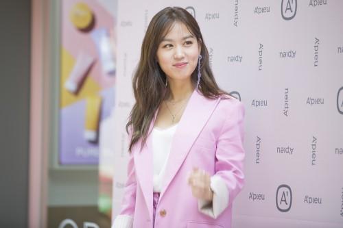 어퓨 전속 모델인 배우 김희정씨. 사진=에이블씨엔씨 제공