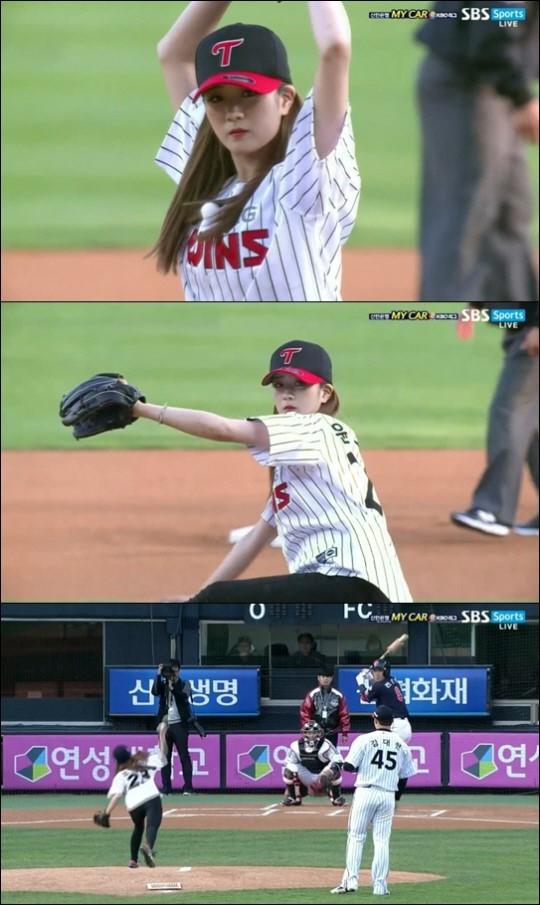 사진=윤보미가 10일 서울 잠실구장에서 열린 LG 트윈스와 롯데 자이언츠의 경기에 앞서 시구자로 마운드에 올랐다.
