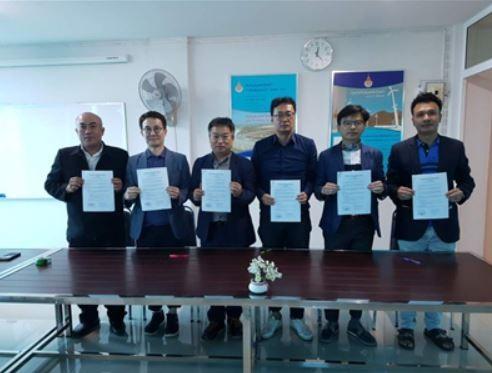 사진 왼쪽부터 태국 왕립 RMUTT 대학 Roy 교수, 새한테크놀로지(주) 진근영 대표, 왼쪽 다섯 번째부터 제이에너지 김재운 대표, 태국 에너지 기술평가원 Amphol 간사.