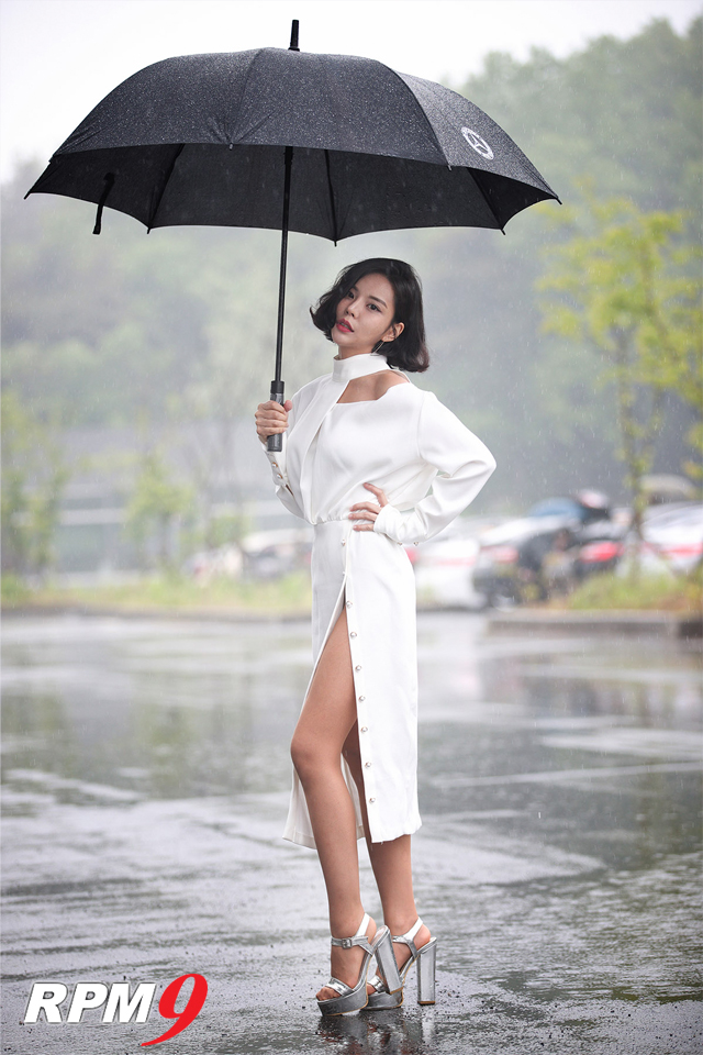 레이싱모델 박환희, 카모드 포토데이에서 멋진 포즈 선보여