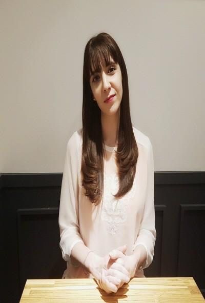 만능 엔터테이너 신에바가 전자신문엔터테인먼트와의 인터뷰에서 본인의 리얼한 스토리와 한국에서의 생활과 느낀 부분에 대한 진솔한 이야기를 하는 사진이다. 사진=이창민 기자