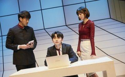 [ET-ENT 연극] '컨설턴트' 이중적인 매력을 발산한 김나미, 질주하던 강승호의 눈물