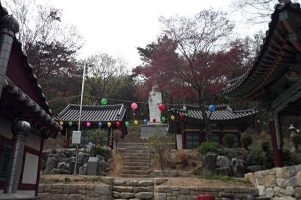 Yonggungsa Temple at Baegunsan Mountain