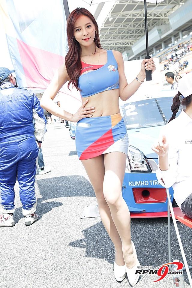 CJ대한통운 슈퍼레이스 챔피언십 3전 CJ로지스틱스 소속 레이싱걸 제바 (사진 황재원 기자)