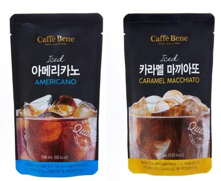 카페베네가 여름시즌을 맞아 얼음컵 등에 원액을 따라 간편하게 즐길 수 있는 '커피파우치음료'를 전격 출시했다. 사진=카페베네 제공