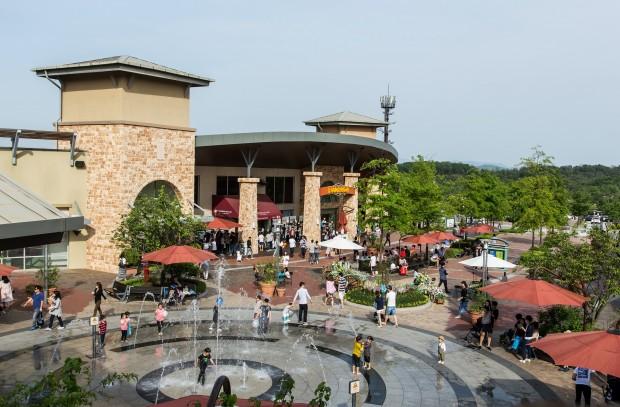지난 2007년 국내 최초의 프리미엄 아웃렛으로 문을 연 신세계사이먼 여주 프리미엄 아울렛이 6월 13일부터 24일까지 '오픈 11주년 기념 그랜드 세일(Grand Sale)' 행사를 벌인다. 사진=신세계사이먼 제공