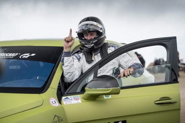 벤틀리 벤테이가, 파이크스 피크에서 가장 빠른 SUV 입증