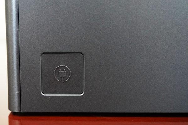 사진 : 측면 하단의 전원코드 줄감기 버튼 ⓒ 이영화