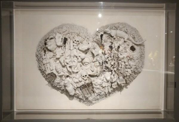 '괴물의 마음, 목판에 페인트, 석고와 다양한 오브제(울, 철망 등), 130×195×25cm, 1962'. 사진=전자신문엔터테인먼트
