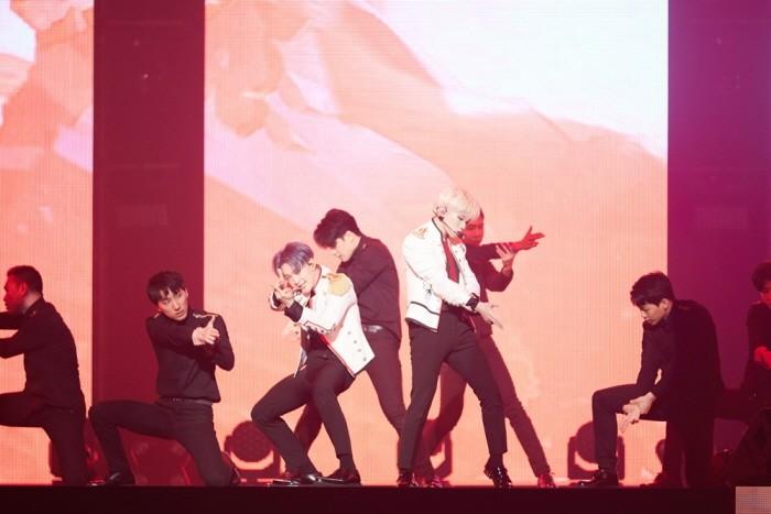 30일 오후 서울 송파구 잠실실내체육관에서는 세븐틴 단독콘서트 '2018 SEVENTEEN CONCERT-IDEAL CUT IN SEOUL' 3일차 공연이 열렸다. 멤버 우지-호시의 공연모습. (사진=플레디스 엔터테인먼트 제공)