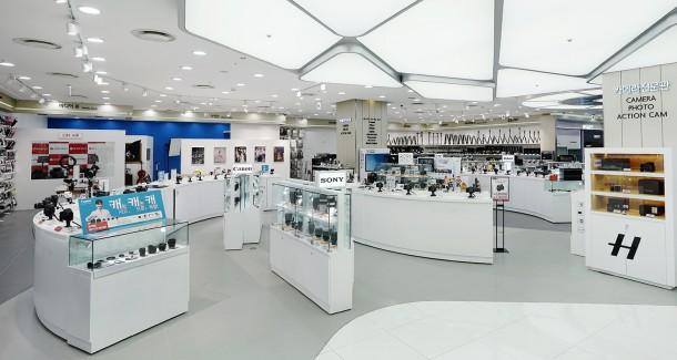롯데하이마트는 지난 6월 29일 국내 최대 규모의 '프리미엄 카메라 전문관'을 서울 잠실 월드타워점에 오픈했다. 사진=롯데하이마트 제공
