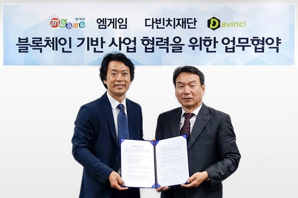CEO Kwon Ih-hyung (left) of MGAME and CEO Han Seung-jae (right) of Davinci Foundation Korean Branch