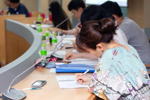 지난 6월 30일에 열린 특강에 참여한 학생들이 특강을 듣고 있는 모습