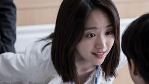 '라이프' 원진아, 존재만으로도 따듯한 소아과 의사로 변신