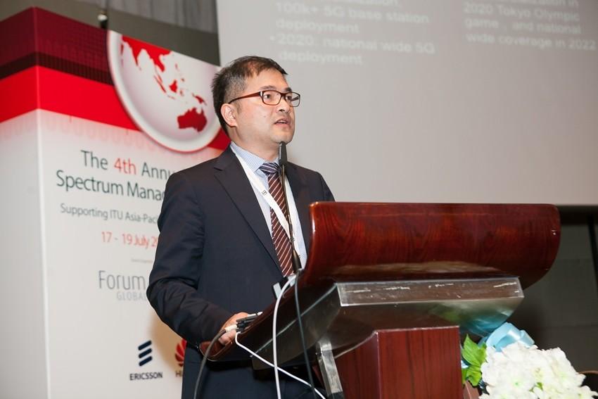 '아시아 태평양 스펙트럼 경영 컨퍼런스'에서 기조연설을 하고 있는 두예칭(Du Yeqing) 화웨이 5G 제품 라인 부사장