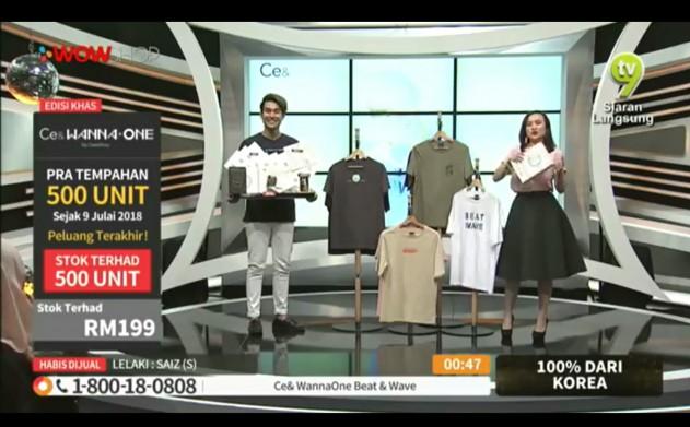 지난 15일 말레이시아 'CJ와우샵'에서 쇼호스트들이 CJ ENM 오쇼핑부문의 패션 PB '씨이앤(Ce&)' 티셔츠를 판매하고 있다. 이 제품은 예상 매출 대비 120%의 실적을 기록하며 현지 고객들에게 큰 인기를 끌었다. 사진=CJ ENM 제공