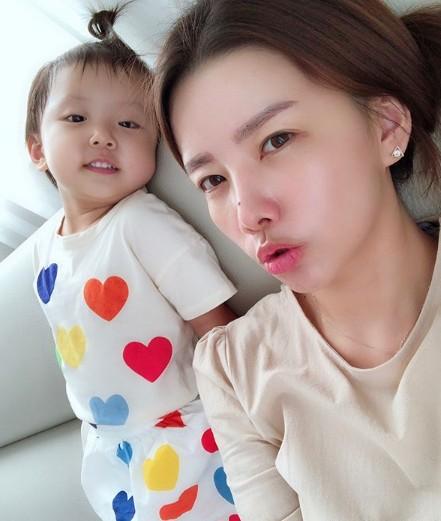 안현수 딸, 母 우나리와 함께 '안현수 쏙 빼닮은 제인~!'