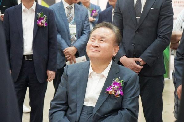 사진 = 웹케시그룹에서 설명 듣는 이상민 더불어민주당 국회의원 ⓒ 이영화